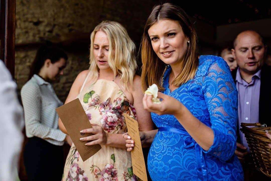 the ladies getting confetti