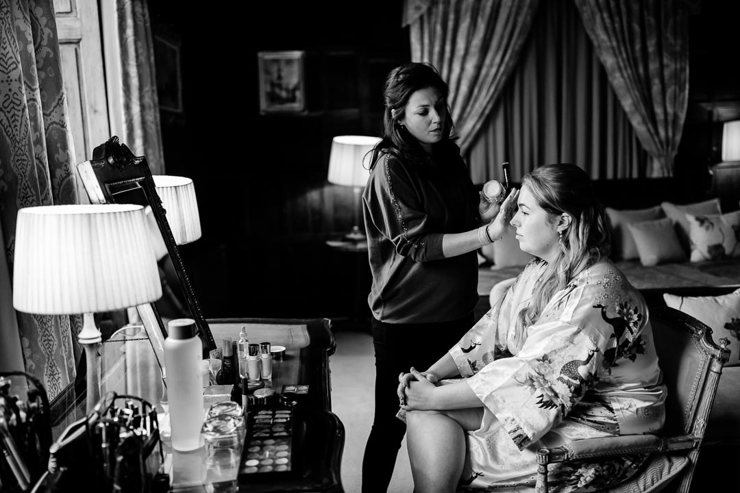 Elmore Court bride getting ready