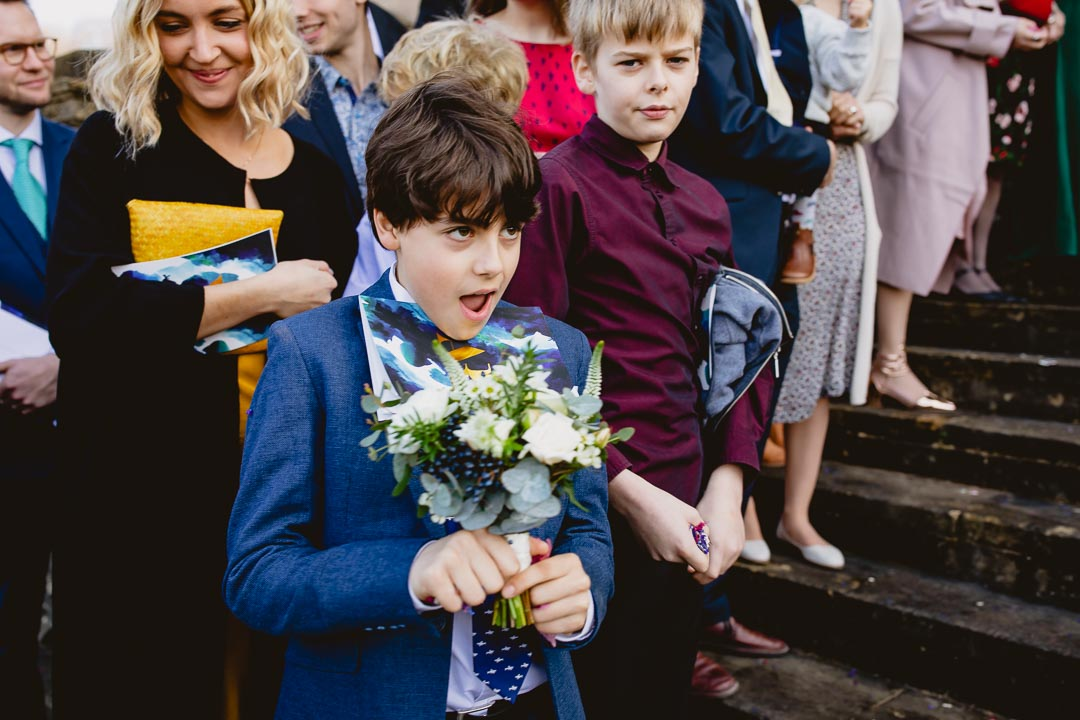 Child holds the bouquet