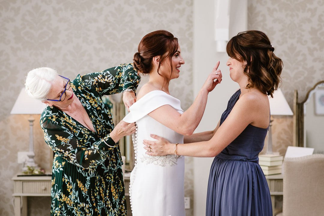 mother of the bride adds final touches